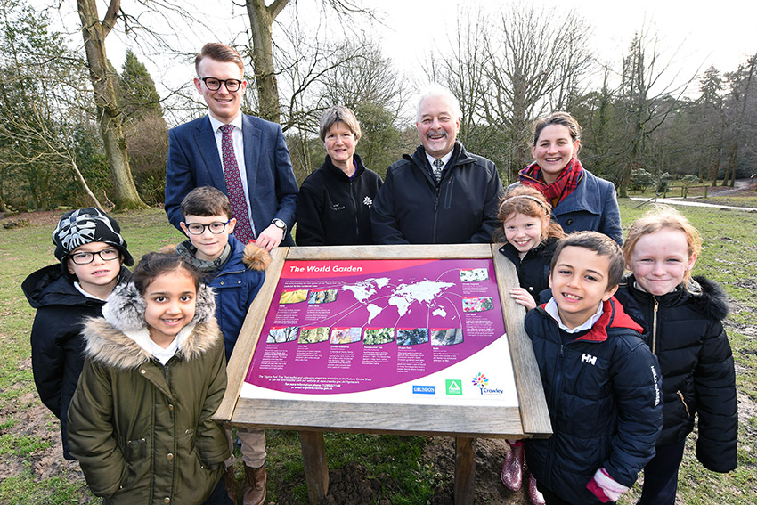 Grundon's Andy Piasko (back left) at the official opening of the tree trail.