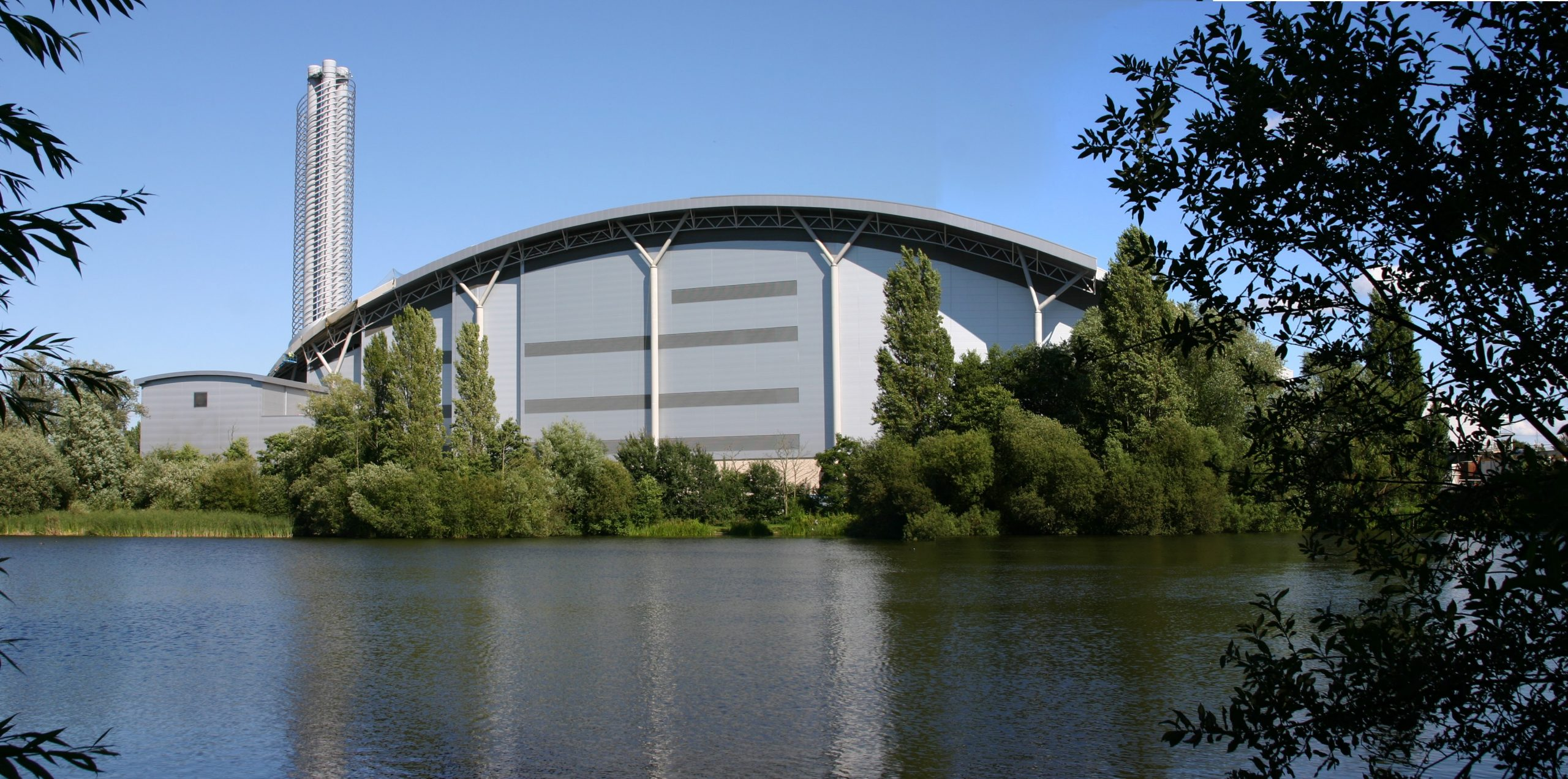 Despite its tranquil appearance, the modern, award winning Lakeside Energy from Waste complex is just off the M25 and M4, close to Heathrow Terminal 5