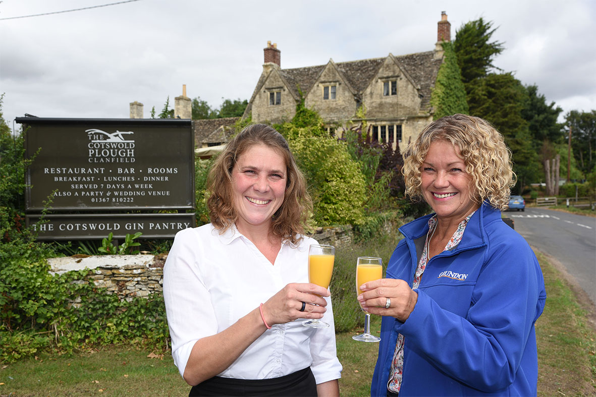 Grundon's Tracy Richardson (right) pictured with Restaurant Manager Janka Penther