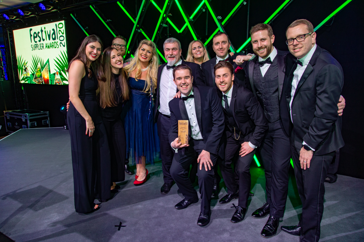 Representatives from the AELTC, LSS Facilities Management, and CarFest South joined the Grundon team to collect the award on the night and celebrated alongside them on the stage.